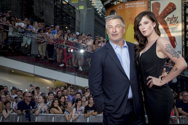 """Actor Alec Baldwin poses with his daughter Ireland Baldwin on the red carpet for a screening of the film """"Mission Impossible: Rogue Nation"""" in New York July 27, 2015. (Photo by Brendan McDermid/Reuters)"""
