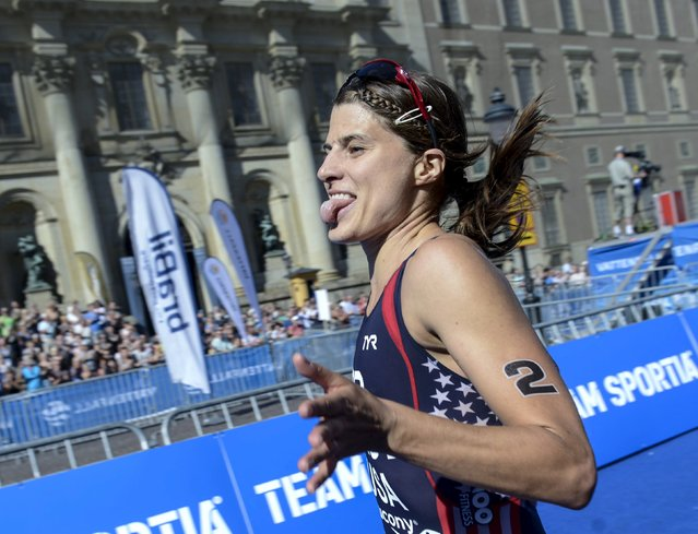 Sara True of the U.S. reacts on her way to win the women's Olympic distance event of the 2015 ITU World Triathlon in Stockholm August 22, 2015. (Photo by Fredrik Sandberg/Reuters/TT News Agency)