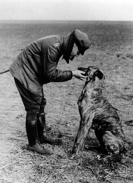 German flying ace Baron Manfred von Richthofen (1892–1918) also known as The Red Baron with his dog Moritz, circa 1916.