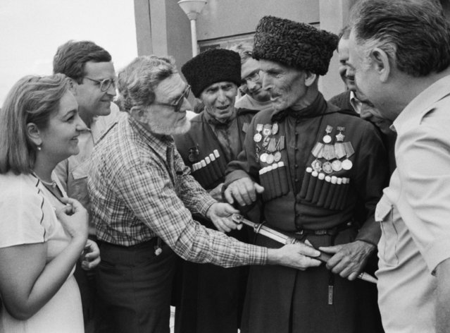 Cooperation of Swedish and Soviet scientists. Professor of Medical Sociology E. Palmar examines national clothes of Babakh Agrba, the Elder of the Kutol village in Ochamchira district of Abkhazia, on October 1, 1986. (Photo by B.Sokolov/TASS)