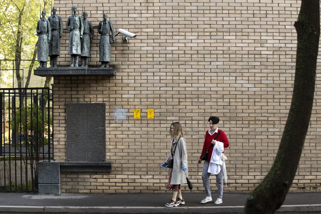 In this photo taken on Tuesday, May 5, 2020, The Monument to the Heroes – Schoolchildren dedicated to schoolchildren who died during World War II, is seen in Moscow, Russia. One of Moscow's memorials can easily be passed by if someone isn't looking for it. On a building on a sidestreet, a plinth placed well above pedestrians' heads holds figures of schoolboys who quit their studies to join the fight and then lost their lives. The monument consisted of five bronze figures of dead volunteers-tenth-graders standing on a pedestal from left; Yury Divilkovsky, Igor Kuptsov, Igor Bogushevsky, Grigory Rodin and Gabor Raab. (Photo by Alexander Zemlianichenko/AP Photo)