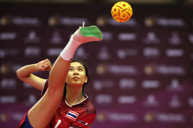 Sepak Takraw, ISTAF Super Series Finals Thailand 2014/2015, Nakhon Pathom Municipal Gymnasium, Huyjorake Maung, Nakonprathom, Thailand on October 20, 2015: Thailand's Nipaporn Salupphon in action during the group stage. (Photo by Asia Sports Ventures/Action Images via Reuters)