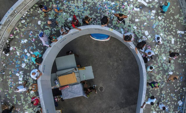Aerial picture taken with a drone that shows citizens queuing up to vote at a polling station in the Rocinha favela, in Rio de Janeiro, Brazil, 15 November 2020. The electoral colleges began to open their doors on 15 November at 7:00 am (10:00 GMT) in most of Brazil for the elections in which the mayors and councilors of 5,569 municipalities will be elected for the next four years. (Photo by Antonio Lacerda/EPA/EFE)