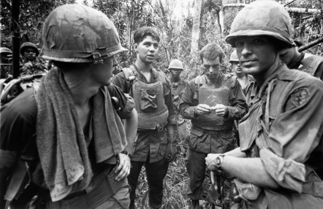 US marines in the jungle during the Vietnamese War, 4th November 1968. (Photo by Terry Fincher/Daily Express/Hulton Archive/Getty Images)