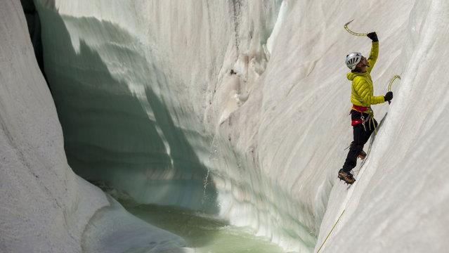 Training climb on the ice features of the Baltoro glacier. (Photo by David Kaszlikowski/Rex Features)