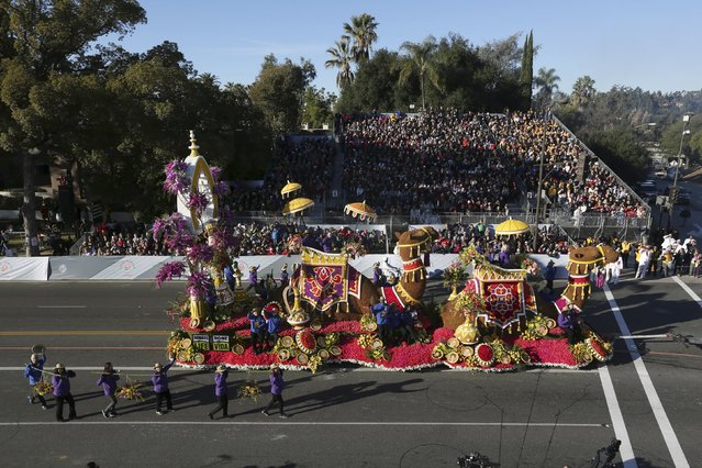 "The Isabella Coleman award winner, Donate Life's ""Treasure Life's Journey"" float, moves through 127th Rose Parade in Pasadena, California January 1, 2016. (Photo by David McNew/Reuters)"