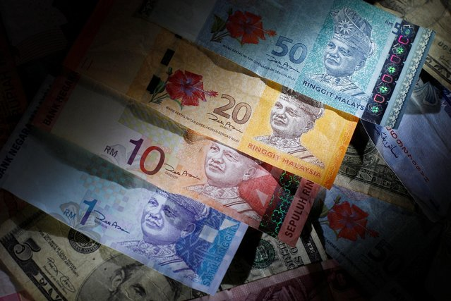 Malaysian ringgit notes are seen among other currency notes in this photo illustration taken in Singapore March 14, 2013. (Photo by Edgar Su/Reuters)