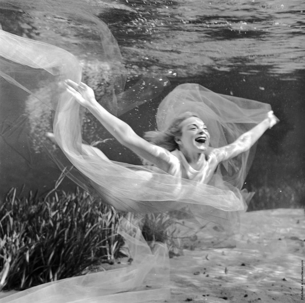 Simply: Underwater Dance