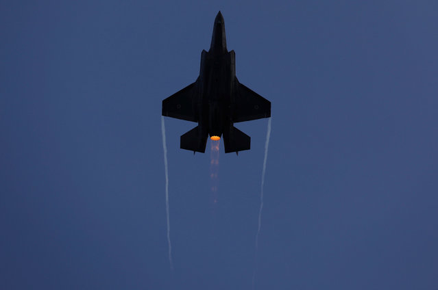 An Israeli Air Force F-35 fighter jet flies during an aerial demonstration at a graduation ceremony for Israeli air force pilots at the Hatzerim air base in southern Israel December 29, 2016. (Photo by Amir Cohen/Reuters)