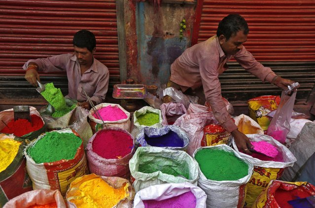 Road side vendors sell coloured powder for the Holi festival in Kolkata, India, March 22, 2016. (Photo by Rupak De Chowdhuri/Reuters)