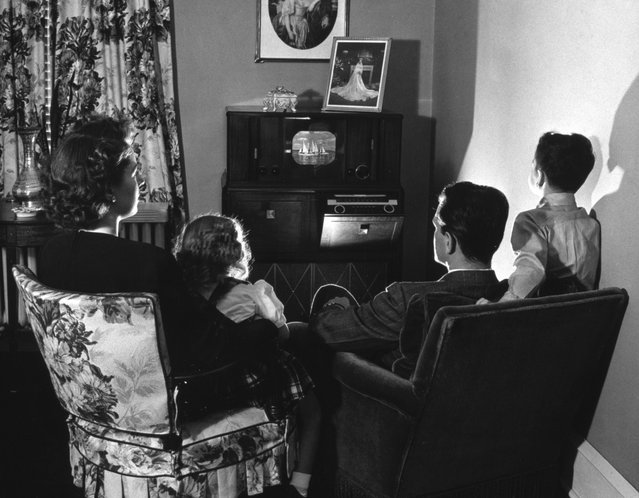 Undated (circa 1940s) early family television time. (Photo by Archive Photos/Getty Images)
