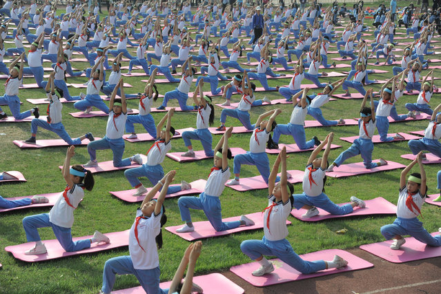 Students practice Yoga on campus in Jinan, Shandong province, China April 29, 2016. (Photo by Reuters/Stringer)