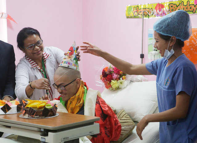 Medical staff congratulate Taiwanese trekker Liang Sheng-yueh during a birthday celebration at Grandee International Hospital in Kathmandu, Nepal, Friday, April 28, 2017. The Taiwanese man who was rescued on Wednesday after 47 days on a mountain in Nepal has celebrated his 21st birthday at a hospital in the capital. (Photo by Niranjan Shrestha/AP Photo)