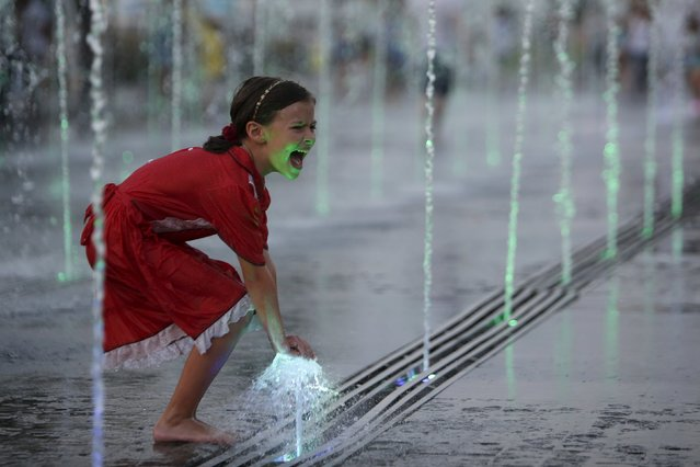 A girl plays with water in a fountain at Gorky park in Moscow, Russia, August 9, 2015. (Photo by Sergei Karpukhin/Reuters)