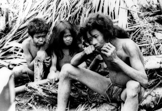 Members said to be from a lost tribe named the Tasaday Namube by a Philippine Government Agency, are shown in the rugged mountain forests of Mindanao Island July 8,1971, in the southern Philippines. An agency spokesman said the tribe, which may total no more than 100 persons, was discovered living in the style of the stone age and cut off from the outside world for hundreds of years. (Photo by AP Photo)