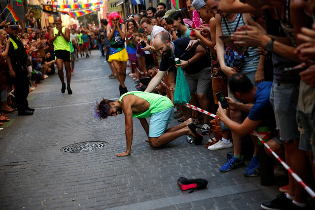 A competitor falls during the annual race on high heels during Gay Pride celebrations in the quarter of Chueca in Madrid, Spain, June 30, 2016. (Photo by Susana Vera/Reuters)