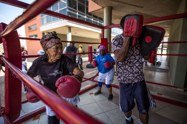 "77 year-old Gladys Ngwenya (L) and 79 year-old Constance Ngubane (C) take part in a ""Boxing Gogos"" (Grannies) training session hosted by the A Team Gym in Cosmo City in Johannesburg on September 19, 2017. (Photo by Gulshan Khan/AFP Photo)"