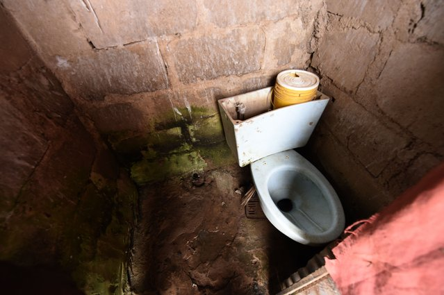 A private toilet is pictured in the Mosafote village, in Ogun State, southwest Nigeria on November 16, 2017. (Photo by Pius Utomi Ekpei/AFP Photo)