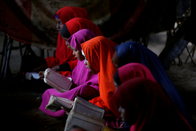 Somali refugees study the Quran at a school in the Dadaab refugee camp, Kenya December 19, 2017. (Photo by Baz Ratner/Reuters)