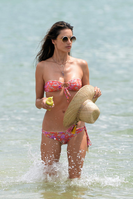 Alessandra Ambrosio hits the beach during Brazilian vacation on January 2, 2018. The former Victoria's Secret stunner showed off her enviable figure in a red bandeau bikini and splashed around with her daughter during the family trip to Rio, on Tuesday. (Photo by Leo Marinho/Splash News and Pictures)