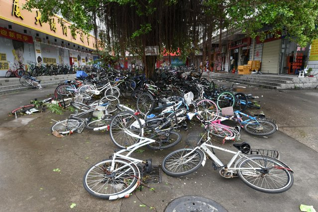 Toppled bicycles lie on street after Typhoon Meranti makes a landfall on southeastern China, in Xiamen, Fujian province, China, September 15, 2016. (Photo by Reuters/Stringer)
