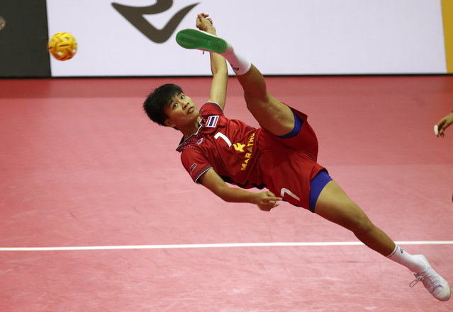 Sepak Takraw, ISTAF Super Series Finals Thailand 2014/2015, Nakhon Pathom Municipal Gymnasium, Huyjorake Maung, Nakonprathom, Thailand on October 20, 2015: Thailand's Manlike Bunthod in action during the group stage. (Photo by Asia Sports Ventures/Action Images via Reuters)