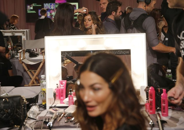 Models sit backstage as they prepare ahead of the 2014 Victoria's Secret Fashion Show in London December 2, 2014. (Photo by Suzanne Plunkett/Reuters)