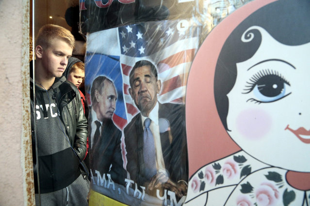 T-shirts printed with pictures of Russian President Vladimir Putin and US President Barack Obama are displayed on a rack at a souvenir shop in central Moscow, Russia, 29 October 2015. (Photo by Maxim Shipenkov/EPA)