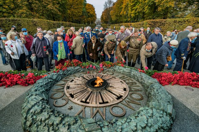 Veterans and people lay flowers in the Tomb of the Unknown Soldier in Kiev, Ukraine, on October 28, 2020 to celebrate the 76th anniversary of liberation from Nazi invaders in the Second World War. (Photo by Celestino Arce/NurPhoto via Getty Images)
