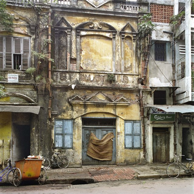 "54 Hàng Ga (Chicken Street), 1994. (Photo by  William E. Crawford from the book ""Hanoi Streets 1985-2015: In the Years of Forgetting"")"