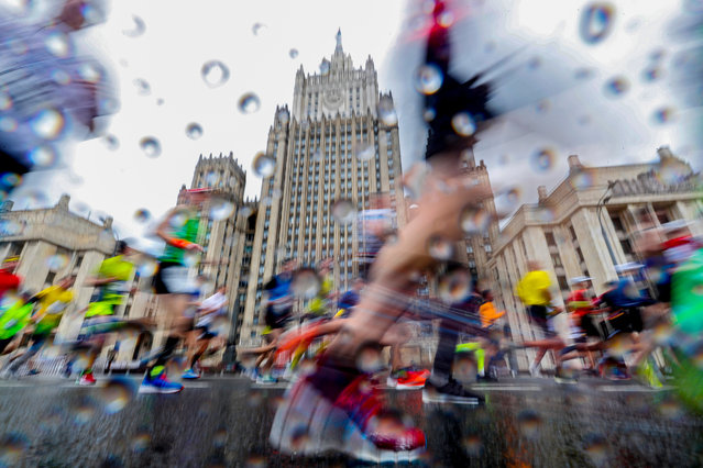 Participants in the 6th Moscow Marathon run in front of the main building of the Russian Foreign Ministry in Moscow, Russia, 23 September 2018. The Moscow Marathon, one of the largest national running events, this year gathered over 30,000 people from dozens of countries to run in the classic 42,195-meter full marathon and the short 10km course. (Photo by Sergei Ilnitsky/EPA/EFE)