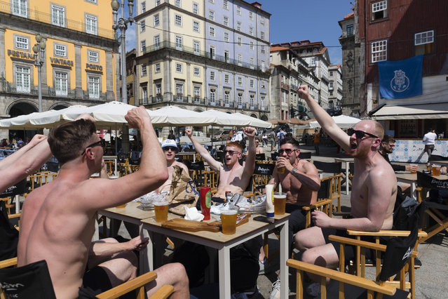 Manchester City and Chelsea supporters drink beer and cheer at Ribeira in Porto, Portugal, 28 May 2021. Porto hosts the UEFA Champions League final between Manchester City and Chelsea on 29 May 2021. (Photo by Jose Coelho/EPA/EFE)