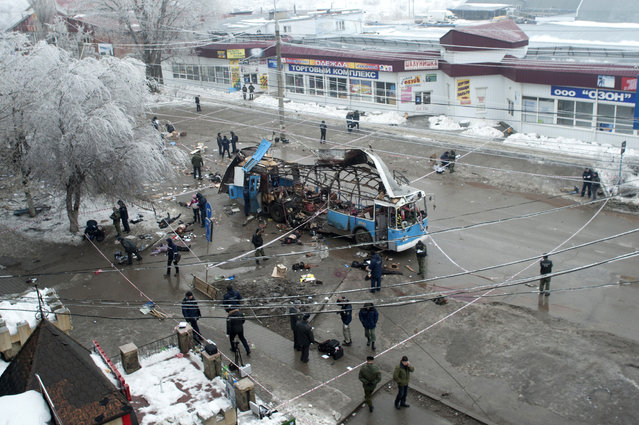 Investigators work at the site of a blast on a trolleybus in Volgograd December 30, 2013. (Photo by Reuters/Stringer)