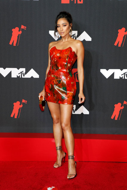 """""""Pretty Little Liars"""" star Shay Mitchell attends the 2021 MTV Video Music Awards at Barclays Center on September 12, 2021 in the Brooklyn borough of New York City. (Photo by Astrid Stawiarz/WireImage)"""