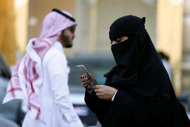 A Saudi woman uses the Careem app on her mobile phone in Riyadh, Saudi Arabia, January 2, 2017. (Photo by Faisal Al Nasser/Reuters)