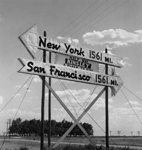 Half Way, Kinsley, Kansas, 1955. (Photo by Todd Webb/Todd Webb Archive, Portland, Maine)