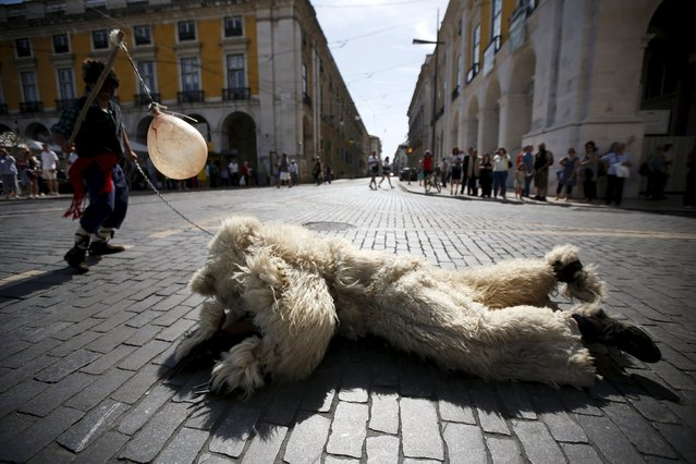 """Members of the """"Vijanera"""" folk group perform during the parade of the 10th International Festival of the Iberian Mask in Lisbon, Portugal May 9, 2015. (Photo by Rafael Marchante/Reuters)"""