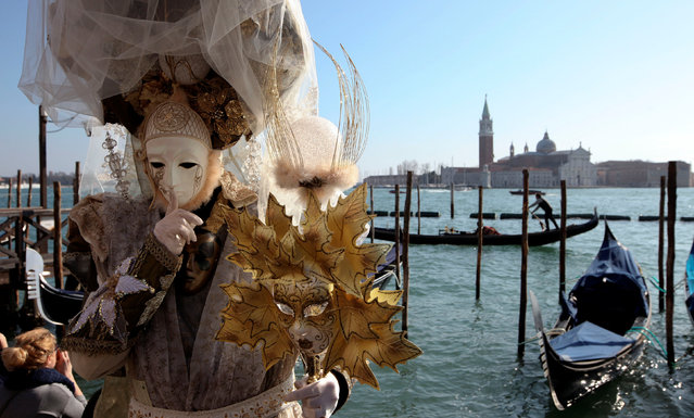 Masked reveller poses during the Carnival in Venice, Italy February 18, 2017. (Photo by Fabrizio Bensch/Reuters)