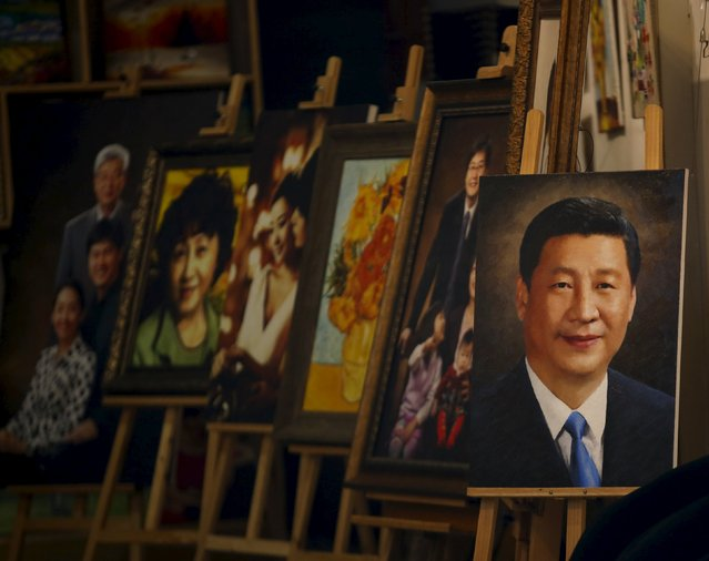 A portrait of Chinese President Xi Jinping (R) is displayed at an art shop in Beijing, China, May 25, 2015. (Photo by Kim Kyung-Hoon/Reuters)