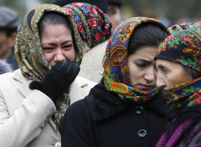 Women mourn for Turkmenistan's President Saparmurat Niyazov in Ashgabat December 24, 2006. (Photo by David Mdzinarishvili/Reuters)