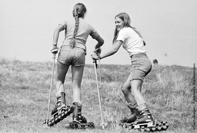 1975: Grass skiers Paula Boyagis and Lou-Lou Rendall working their way up-slope