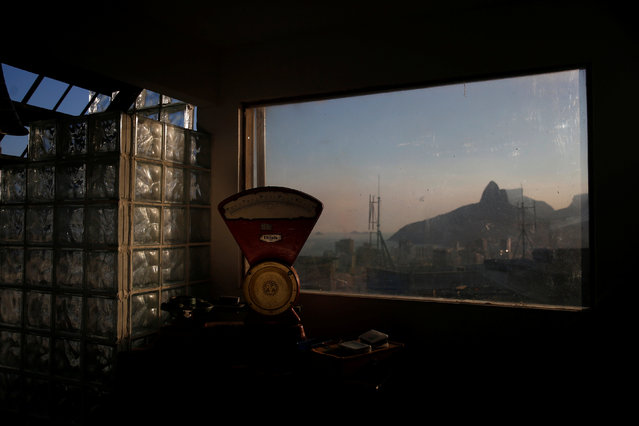 The Dois Irmaos (Two brothers) peaks are seen through a window of Tiki hostel in Cantagalo favela, in Rio de Janeiro, Brazil, April 15, 2016. (Photo by Pilar Olivares/Reuters)