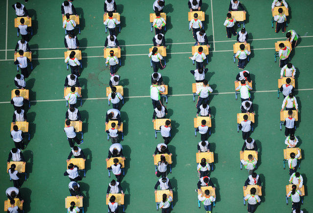 Students play Chinese chess during a school competition in Shenyang, Liaoning province, China April 29, 2016. (Photo by Reuters/Stringer)