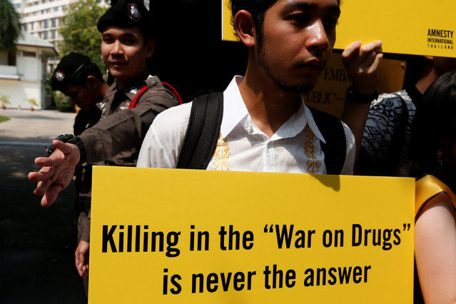 """An activist from Amnesty International Thailand holds a banner during a rally to urge the Phillipines to stop """"War on Drugs"""" in front of Philippines's embassy in Bangkok, Thailand, April 25, 2017. (Photo by Chaiwat Subprasom/Reuters)"""