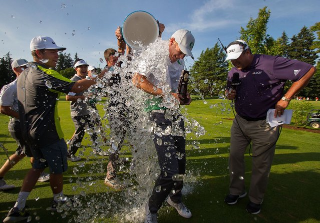 Oregon's Aaron Wise gets an ice bath from his Duck teammates after winning the individual title at the NCAA Division I men's college golf championship at Eugene Country Club in Eugene, Ore., Monday, May 30, 2016. (Photo by Brian Davies/The Register-Guard via AP Photo)