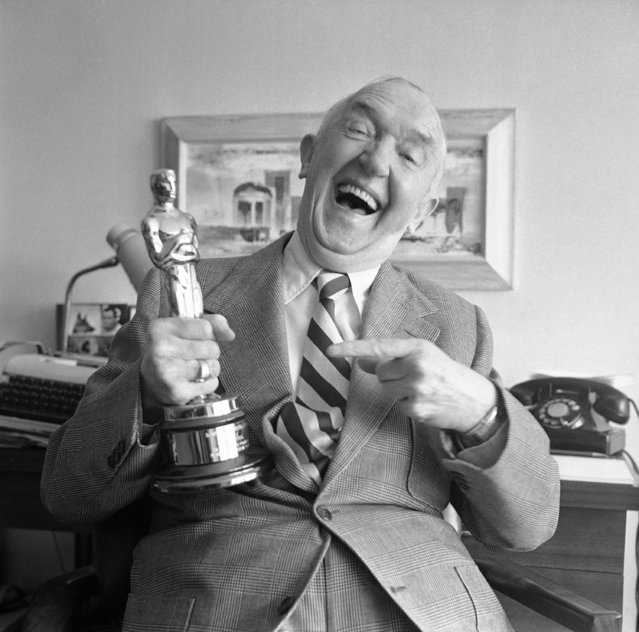 Stan Laurel holds Academy Awards Oscar presented to him for his creative pioneering in the field of cinema comedy on July 11, 1961. (Photo by Don Brinn/AP Photo)