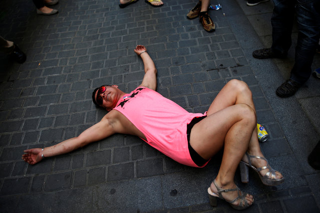 A competitor mugs for the cameras after taking part in the annual race on high heels during Gay Pride celebrations in the quarter of Chueca in Madrid, Spain, June 30, 2016. (Photo by Susana Vera/Reuters)