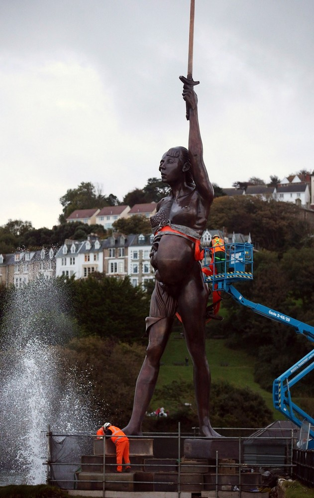 """Damien Hirst's Giant Bronze Sculpture Of A Pregnant Woman """"Verity"""" Is Erected In Ilfracombe"""
