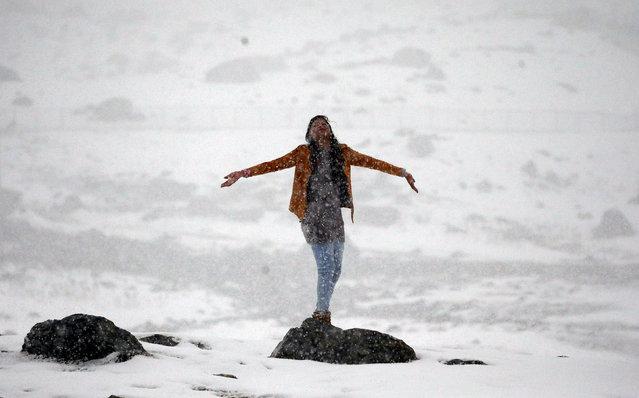 A woman enjoys a snowfall in Sonamarg, east of Srinagar, November 16, 2017. (Photo by Danish Ismail/Reuters)