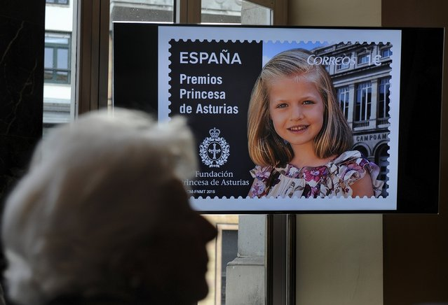 Maria del Carmen Alvarez del Valle, great-grandmother of Leonor, Princess of Asturias, takes part in the presentation of a series of postage stamps featuring the princess at the Campoamor theatre in Oviedo, northern Spain, October 2, 2015. (Photo by Eloy Alonso/Reuters)